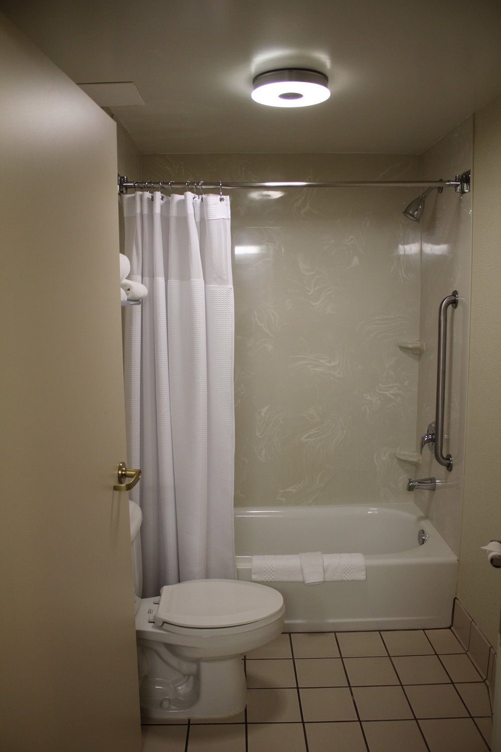 SpringHill Suites Charlotte Airport – Bathroom