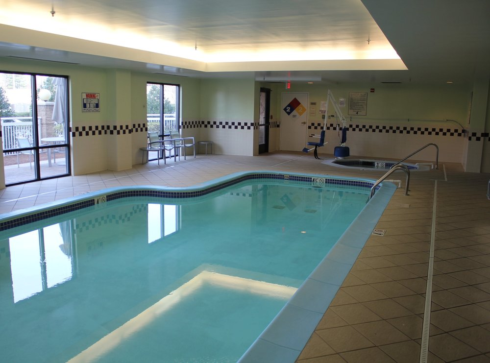 SpringHill Suites Charlotte Airport – Pool and hot tub
