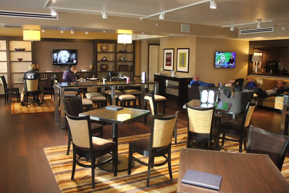 Sheraton Seattle – Sheraton Club Lounge seating area