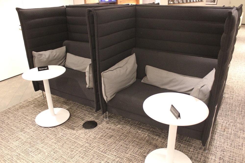 Centurion Lounge Seattle – Booth seats