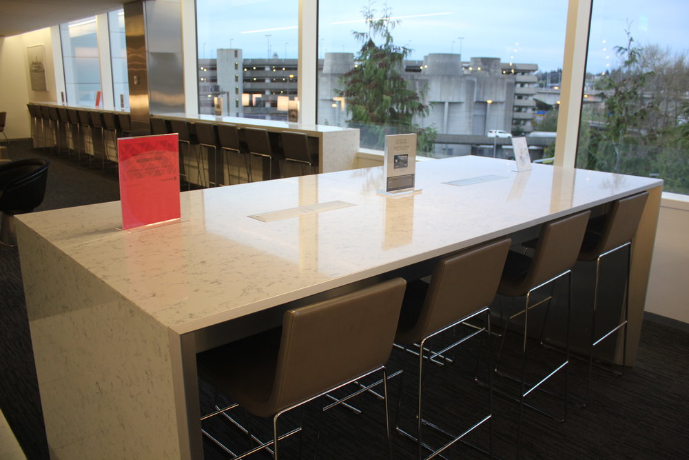 United Club Seattle – High-top seating