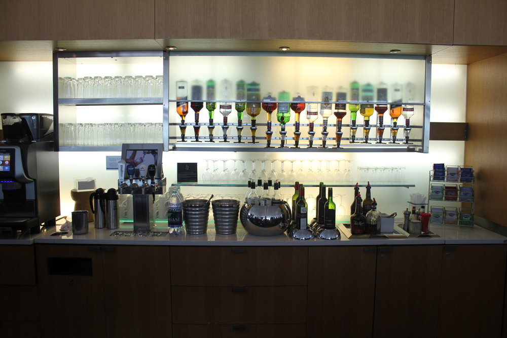 Air Canada Maple Leaf Lounge Toronto (International) – Liquor selection