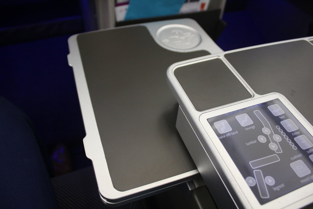 Brussels Airlines business class – Tray table