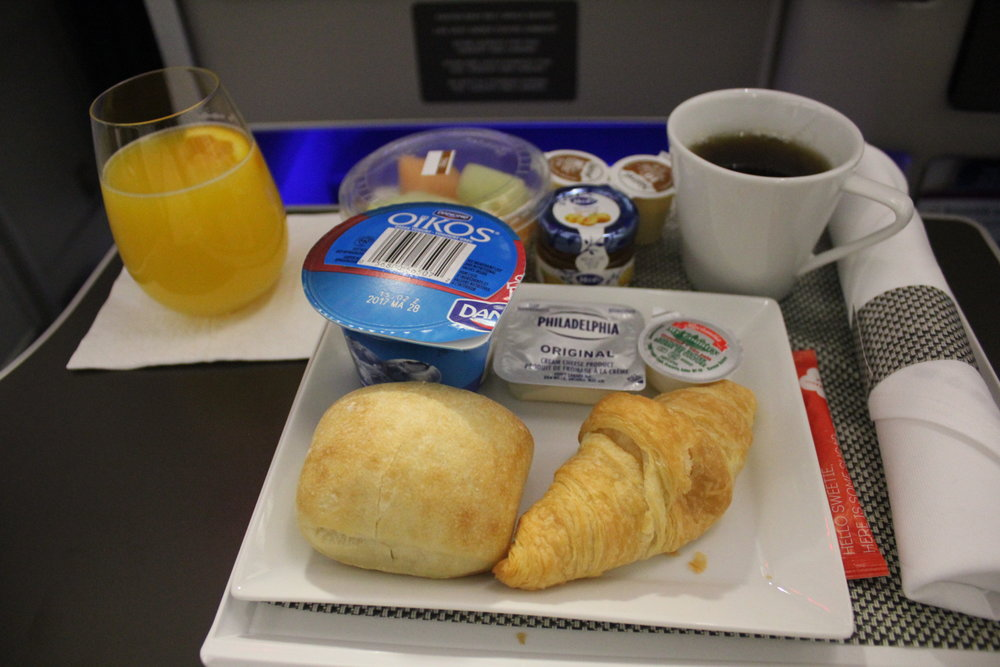 Brussels Airlines business class – Breakfast