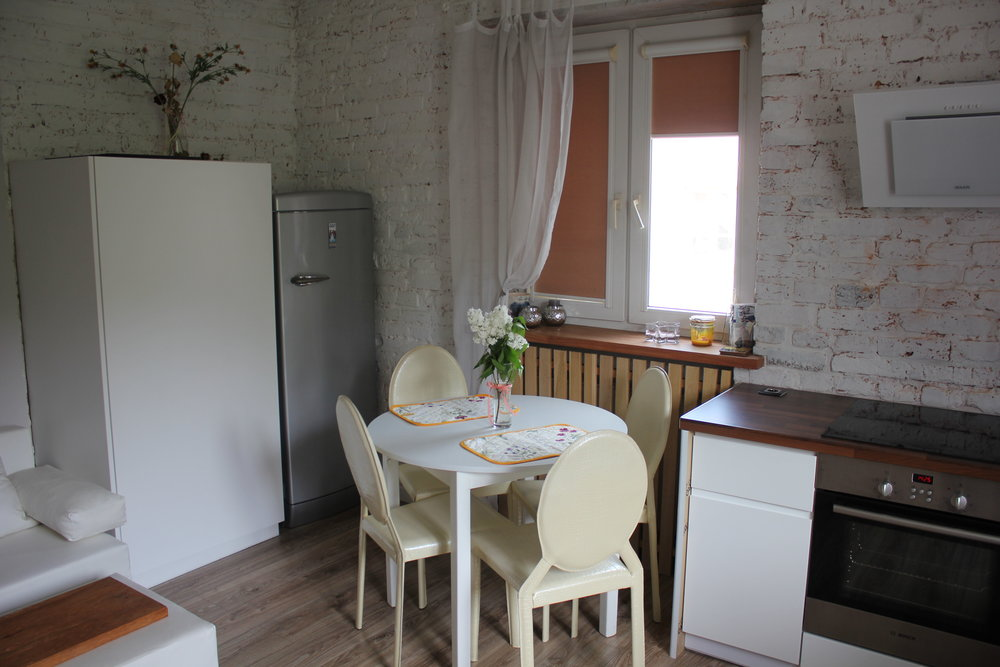 Apartament na Mariensztacie – Dining table