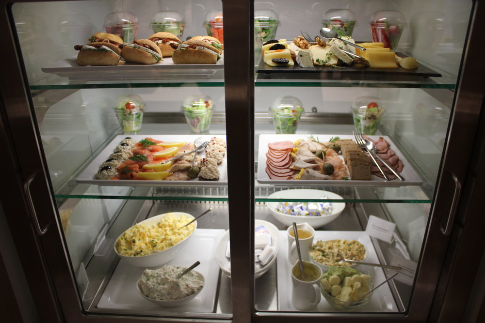 LOT Business Lounge Warsaw – Food spread
