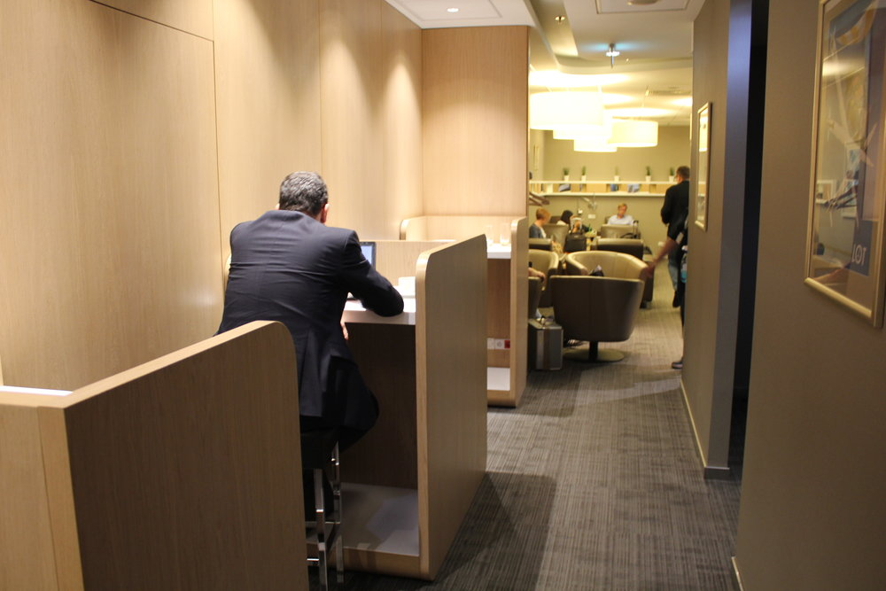 LOT Business Lounge Warsaw – Elite Club workstations