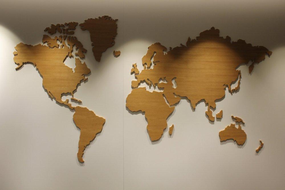 Swiss Senator Lounge Zurich – World map
