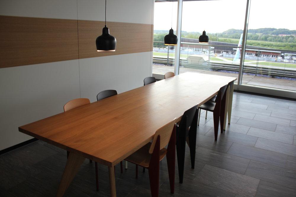 Swiss Senator Lounge Zurich – Dining table