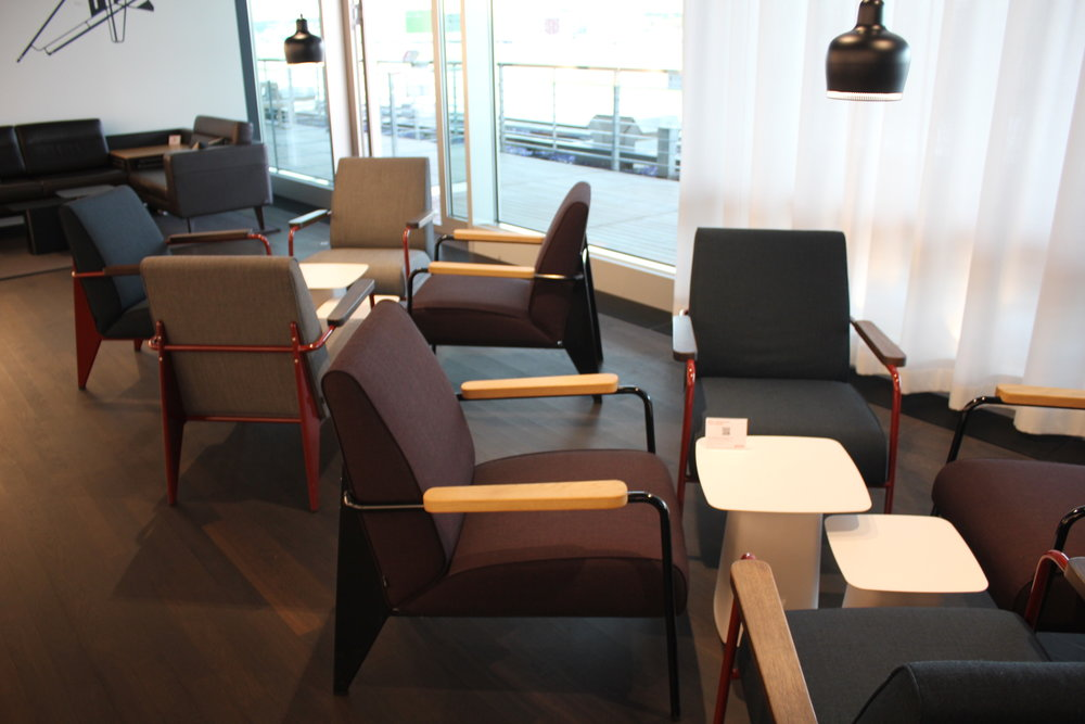 Swiss Senator Lounge Zurich – Whisky Club seating