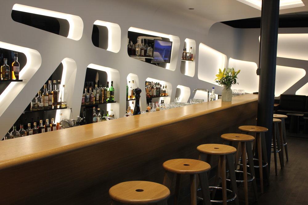 Swiss Senator Lounge Zurich – Whisky Club bar