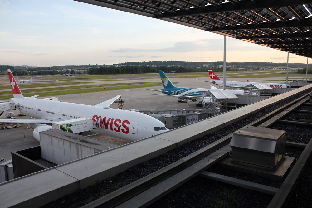 Swiss Senator Lounge Zurich – View of the apron