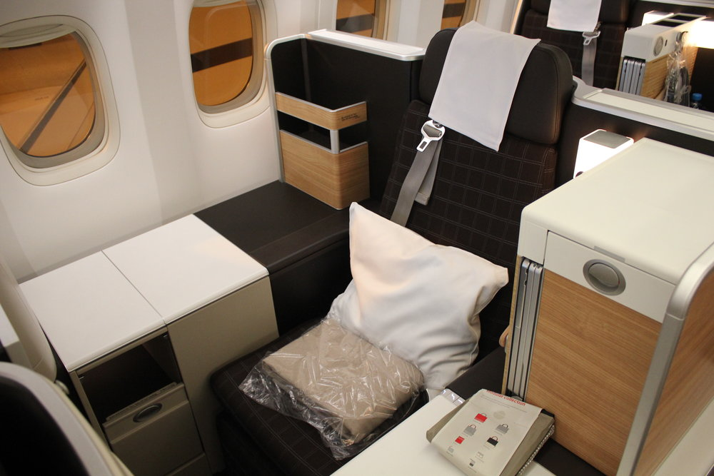 Swiss 777 business class – Throne seat
