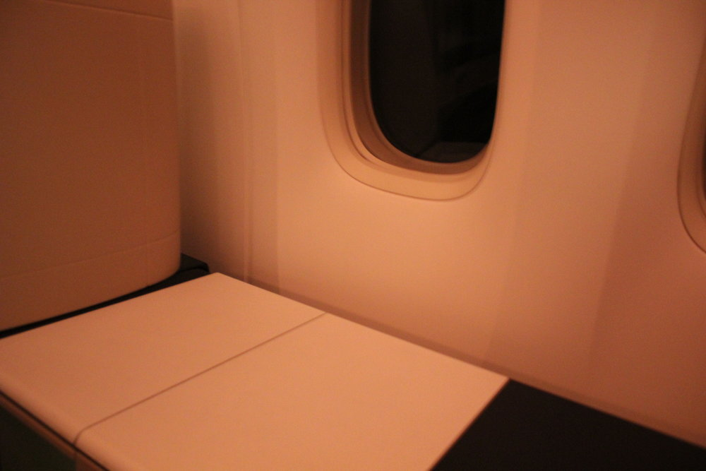 Swiss 777 business class – Throne seat surface space