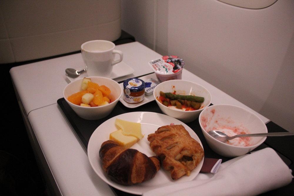 Swiss 777 business class – Breakfast
