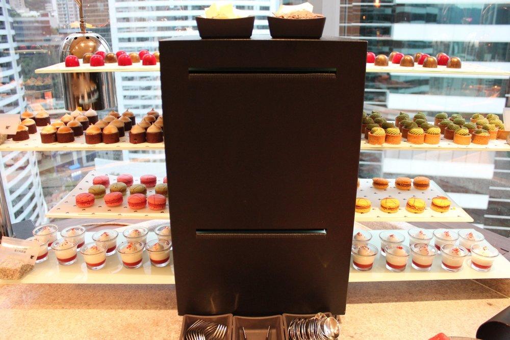 JW Marriott Hong Kong – Executive Lounge dessert spread