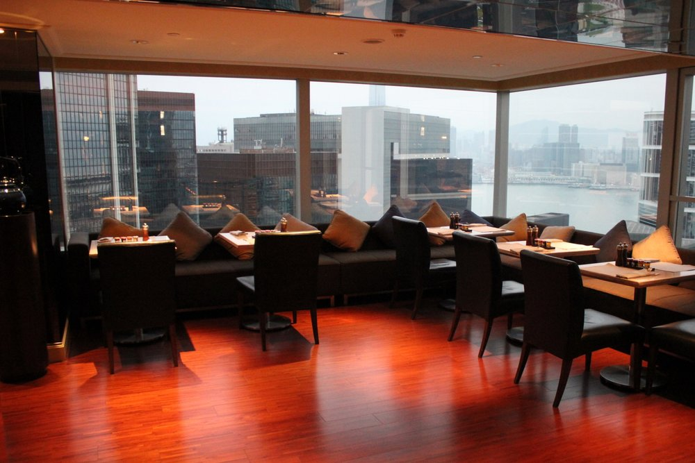 JW Marriott Hong Kong – Executive Lounge upper floor seating