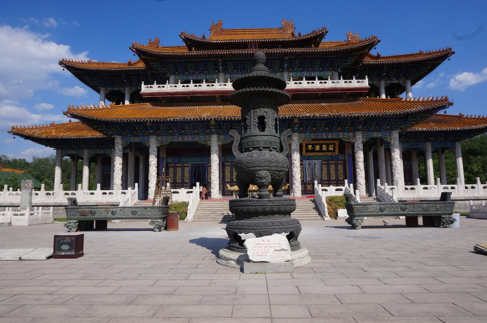 Jade Buddha Palace – Main temple altars