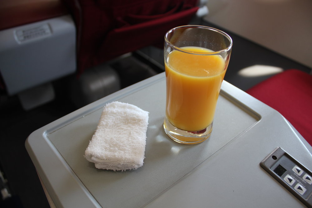 Shenzhen Airlines business class – Welcome drink