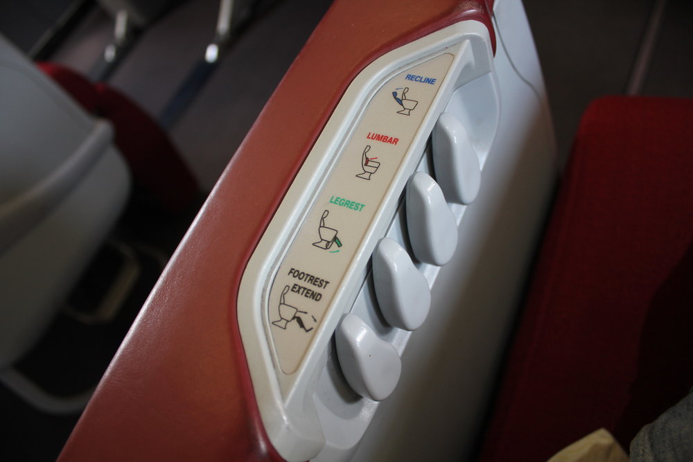 Shenzhen Airlines business class – Seat controls