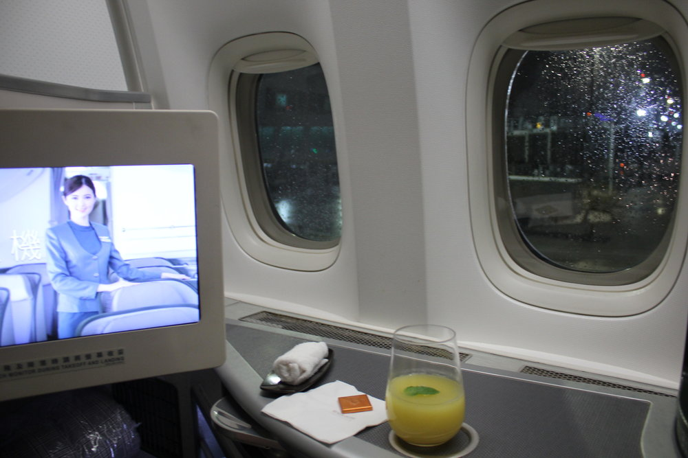 EVA Air business class – Surface space