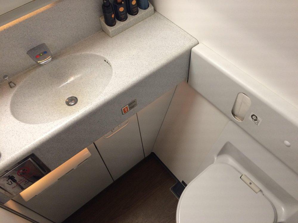 EVA Air business class – Restroom