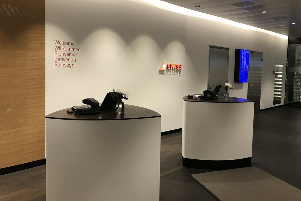 Swiss First Class Lounge Zurich – Front desk
