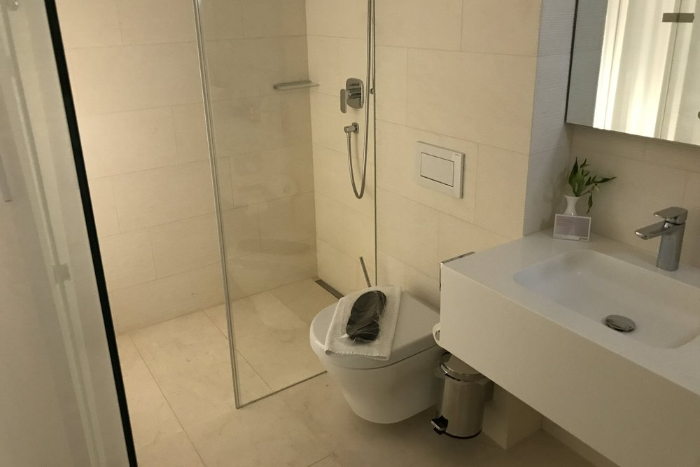 Swiss First Class Lounge Zurich – Day room ensuite bathroom