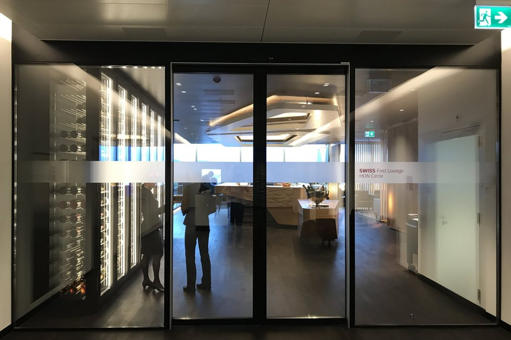 Swiss First Class Lounge Zurich – Lounge entrance
