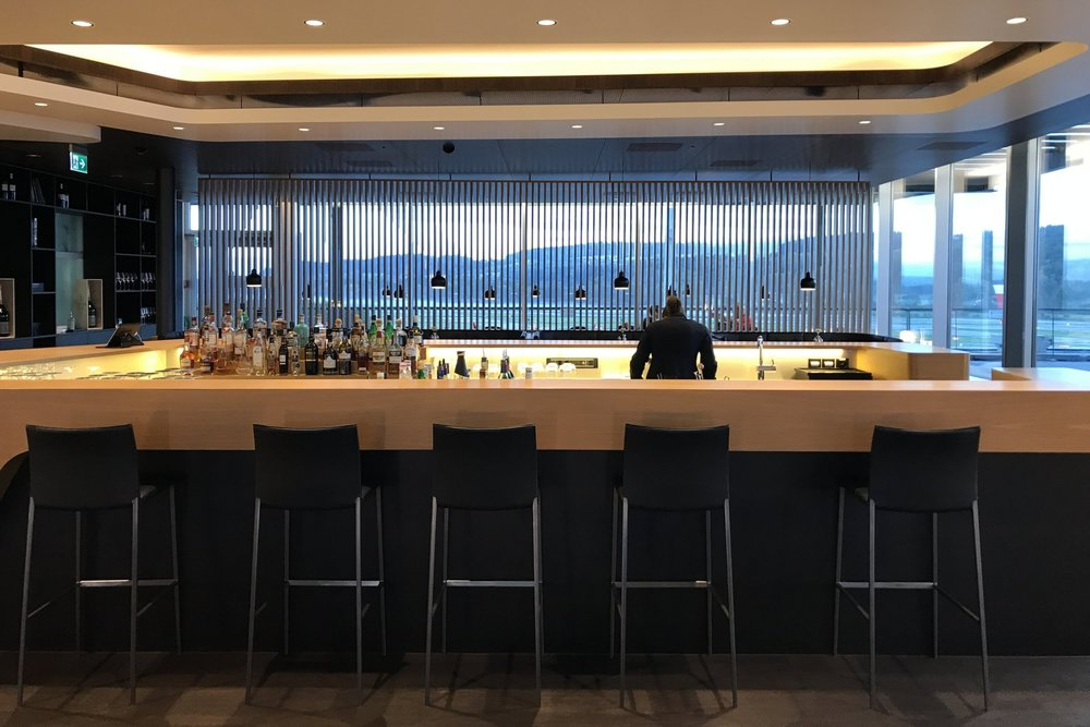 Swiss First Class Lounge Zurich – Main bar