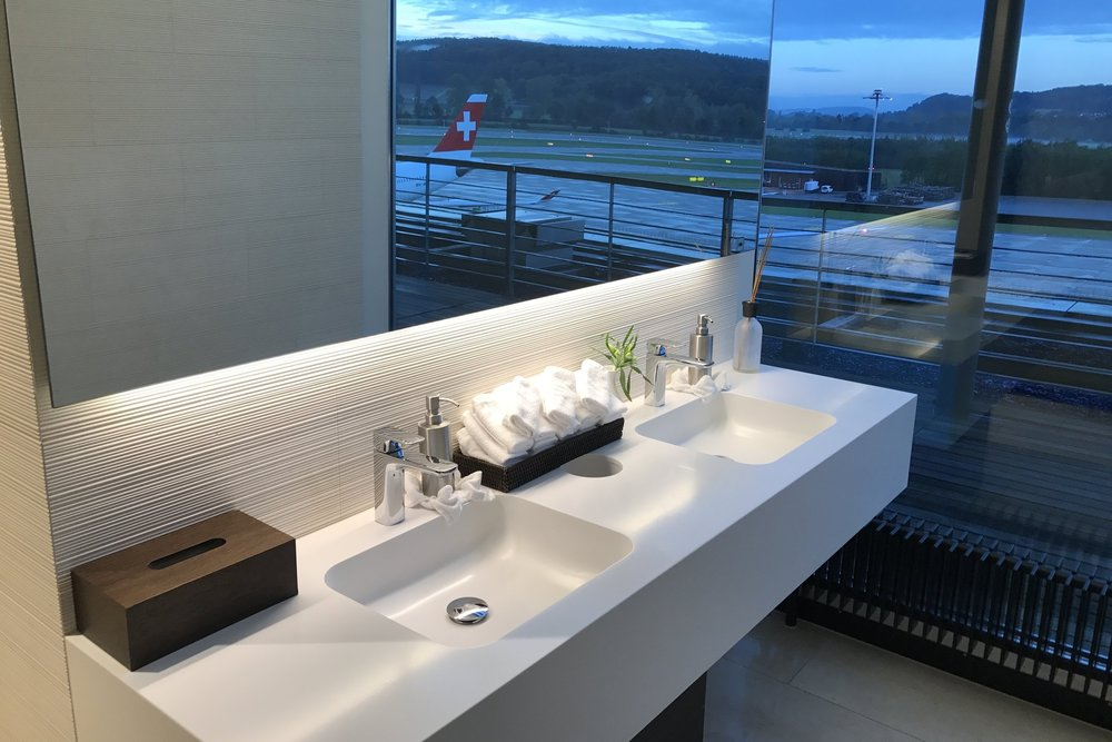 Swiss First Class Lounge Zurich – Bathroom