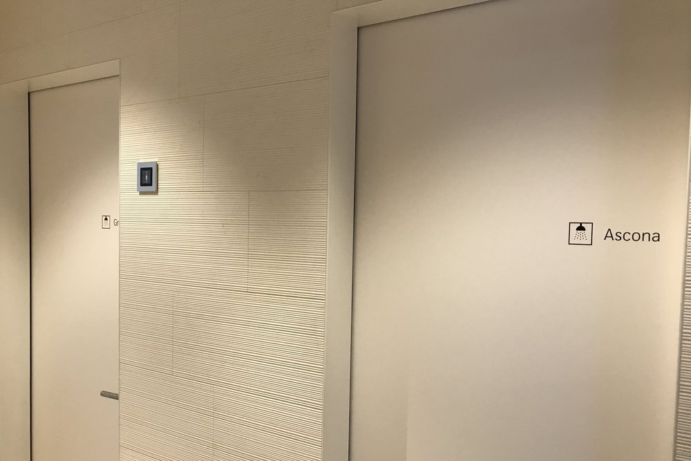Swiss First Class Lounge Zurich – Shower rooms