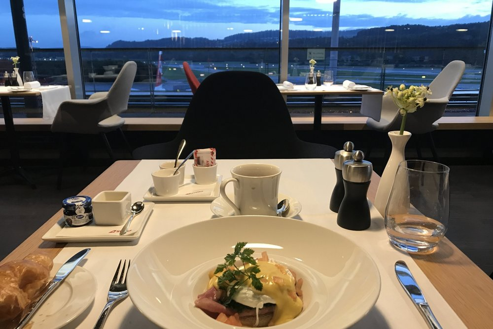 Swiss First Class Lounge Zurich – Breakfast