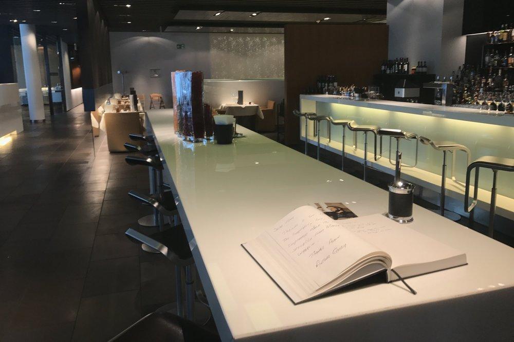 Lufthansa First Class Terminal Frankfurt – Bar counter