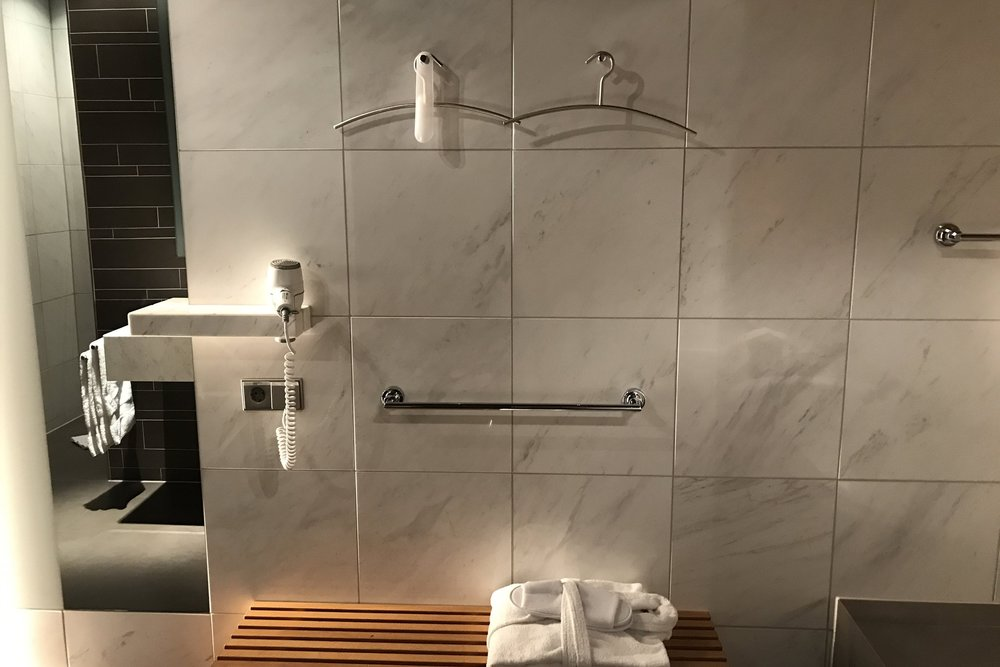 Lufthansa First Class Terminal Frankfurt – Shower room