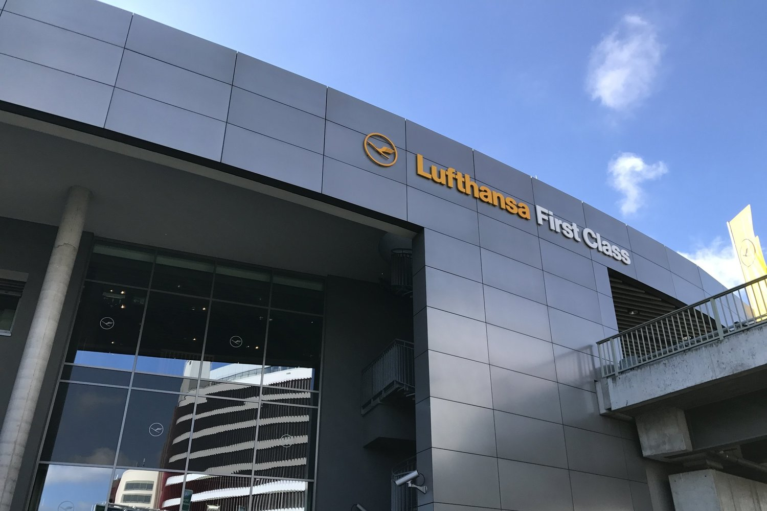Review Lufthansa First Class Terminal Frankfurt Prince Of Travel