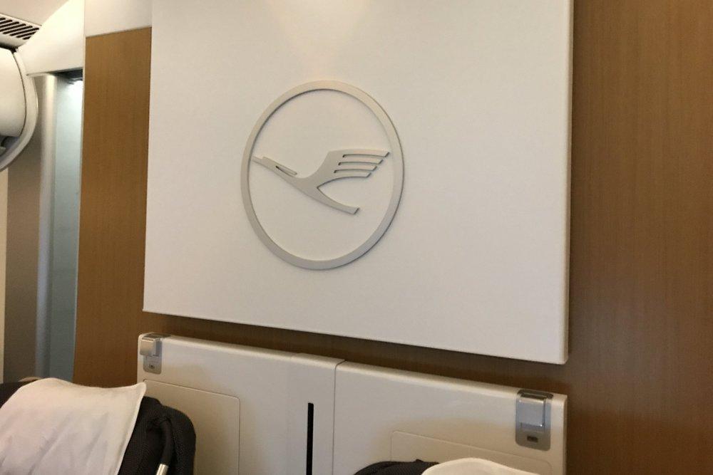 Lufthansa First Class – Backdrop