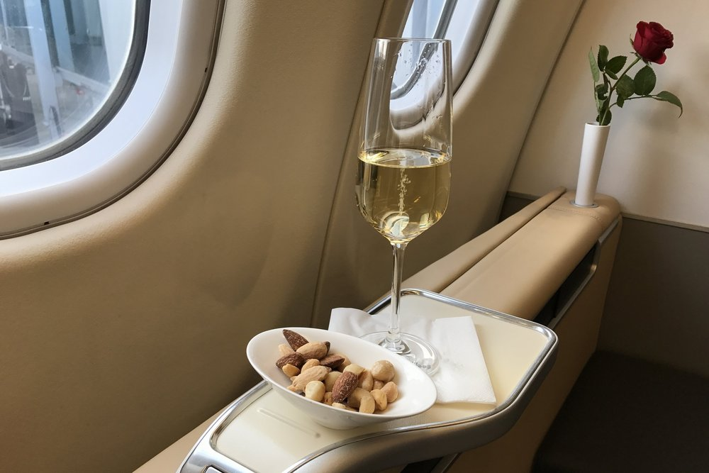 Lufthansa First Class – Welcome champagne