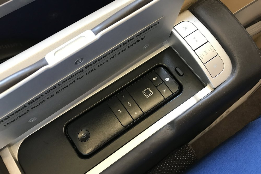 Lufthansa First Class – Entertainment controls