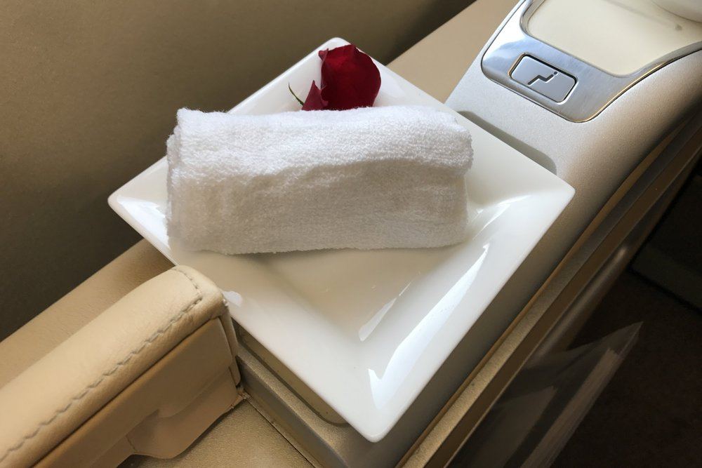 Lufthansa First Class – Hot towel