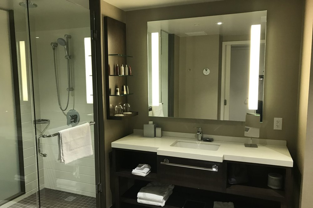 Marriott In-Terminal Hotel Calgary Airport – Bathroom