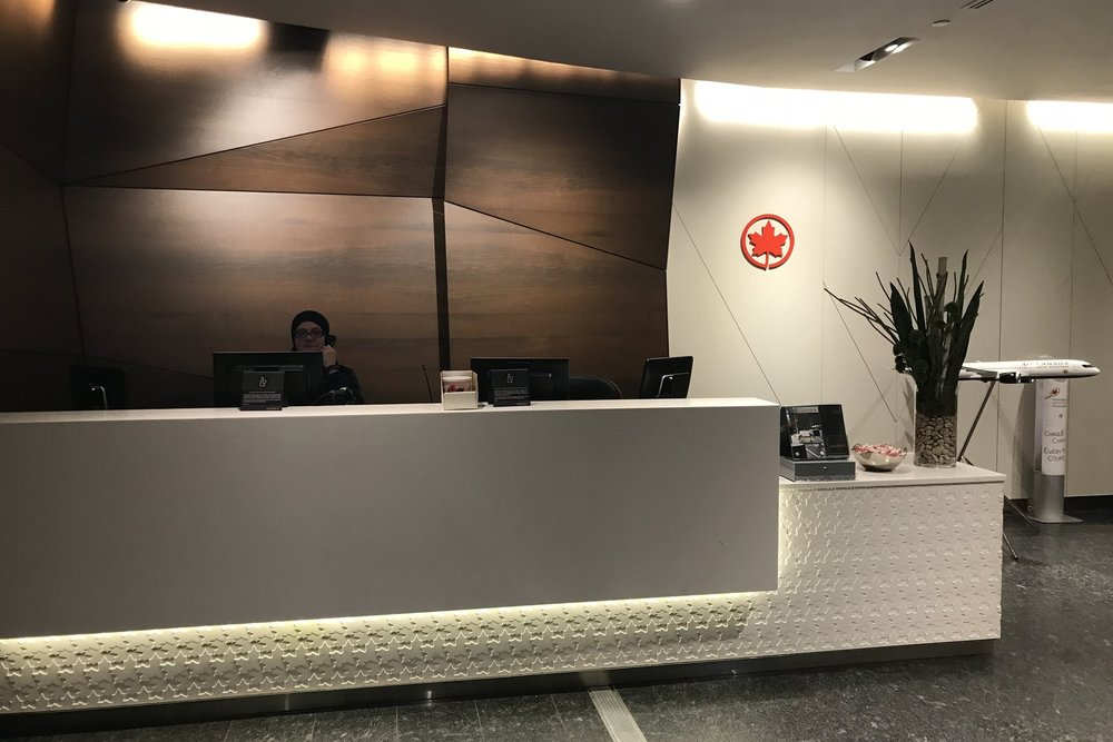 Air Canada Maple Leaf Lounge Calgary (Domestic) – Front desk