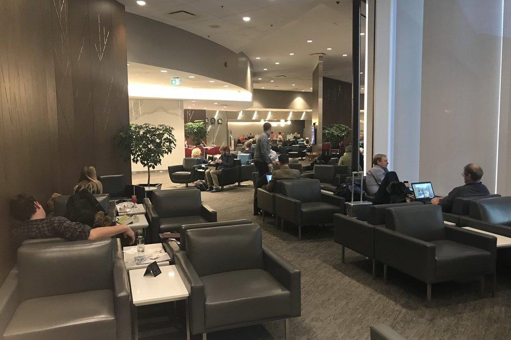 Air Canada Maple Leaf Lounge Calgary (Domestic) – Seating area