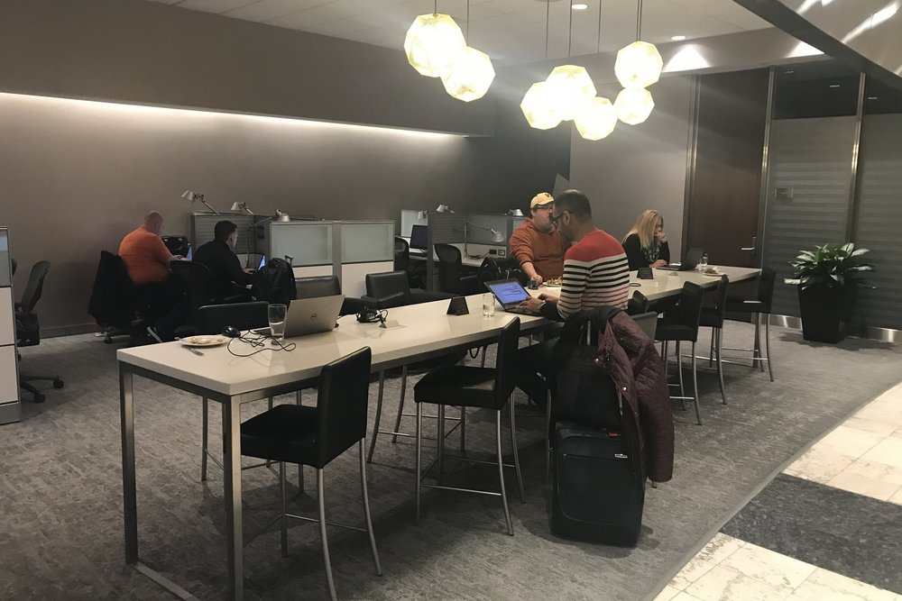 Air Canada Maple Leaf Lounge Calgary (Domestic) – Workstations