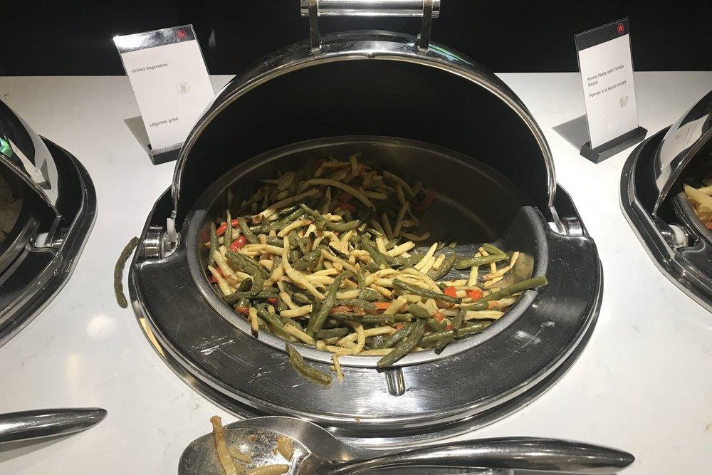 Air Canada Maple Leaf Lounge Calgary (Domestic) – Veggies