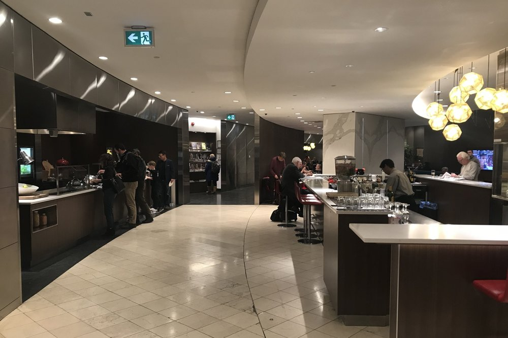 Air Canada Maple Leaf Lounge Calgary (Domestic) – Dining area