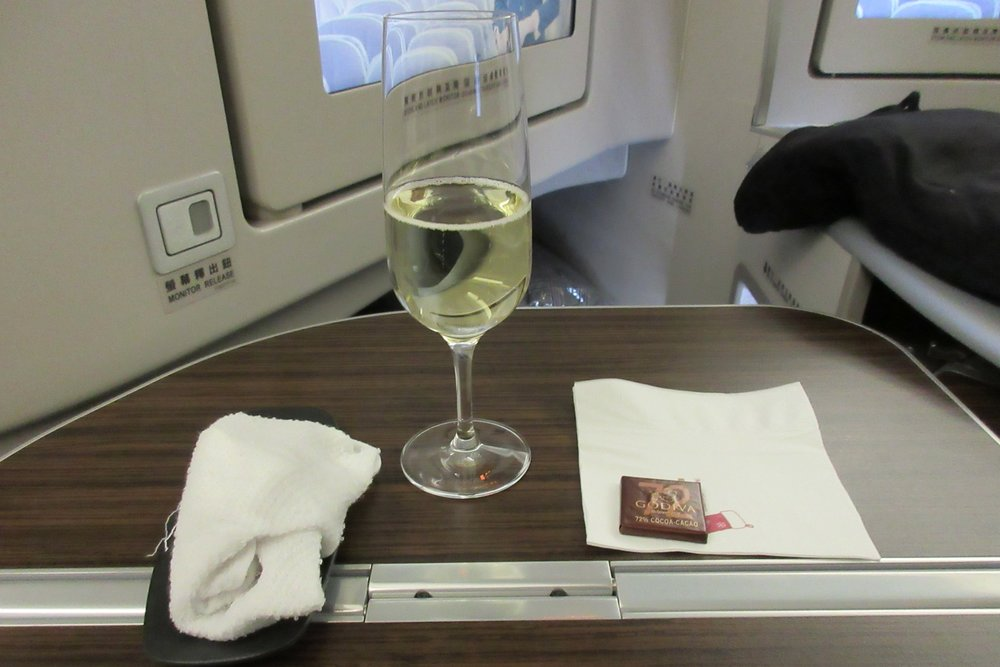 EVA Air business class Toronto to Taipei – Welcome champagne