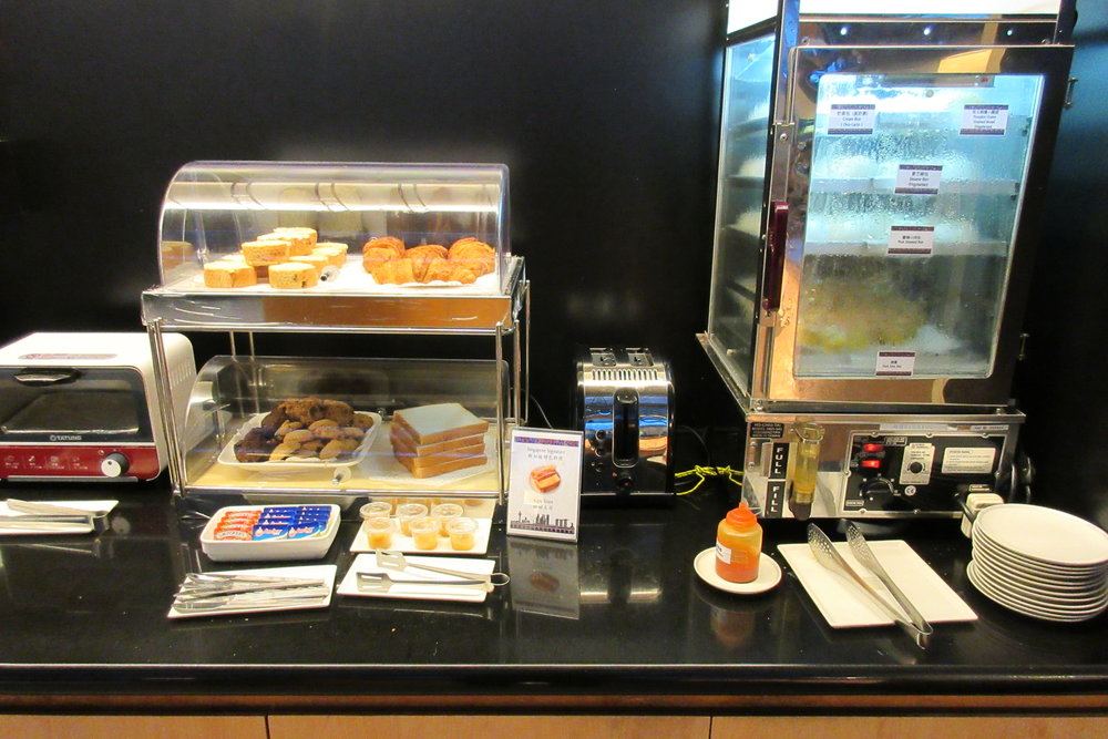 Singapore Airlines SilverKris Lounge Taipei – Pastries and dim sum