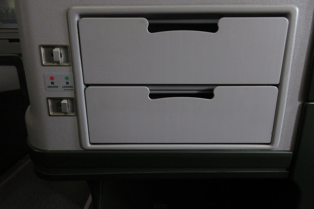 EVA Air regional business class – Storage compartments