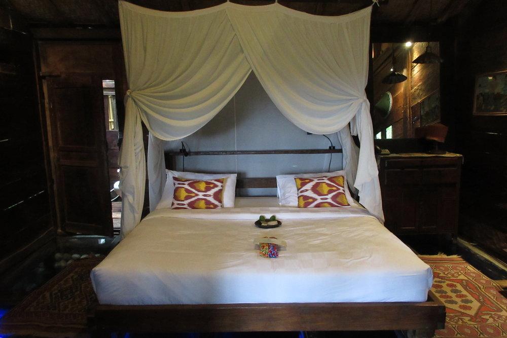 Bambu Indah Ubud – Udang House queen bed